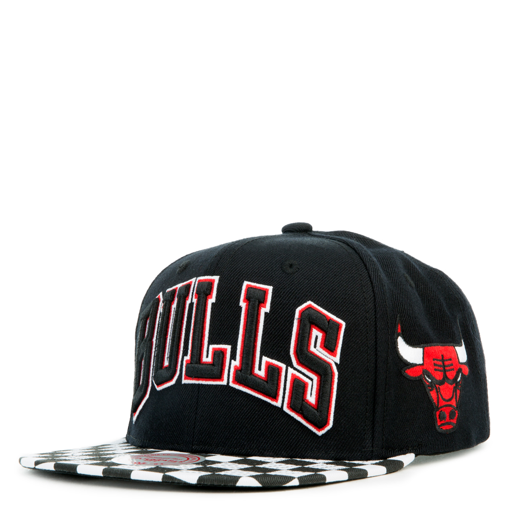 Image of CHICAGO BULLS CHECKED VISOR SNAPBACK