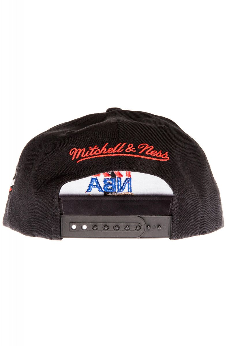 Mitchell & Ness Snapback Hat The Chicago Bulls 1993 NBA Finals Commemorative in Black