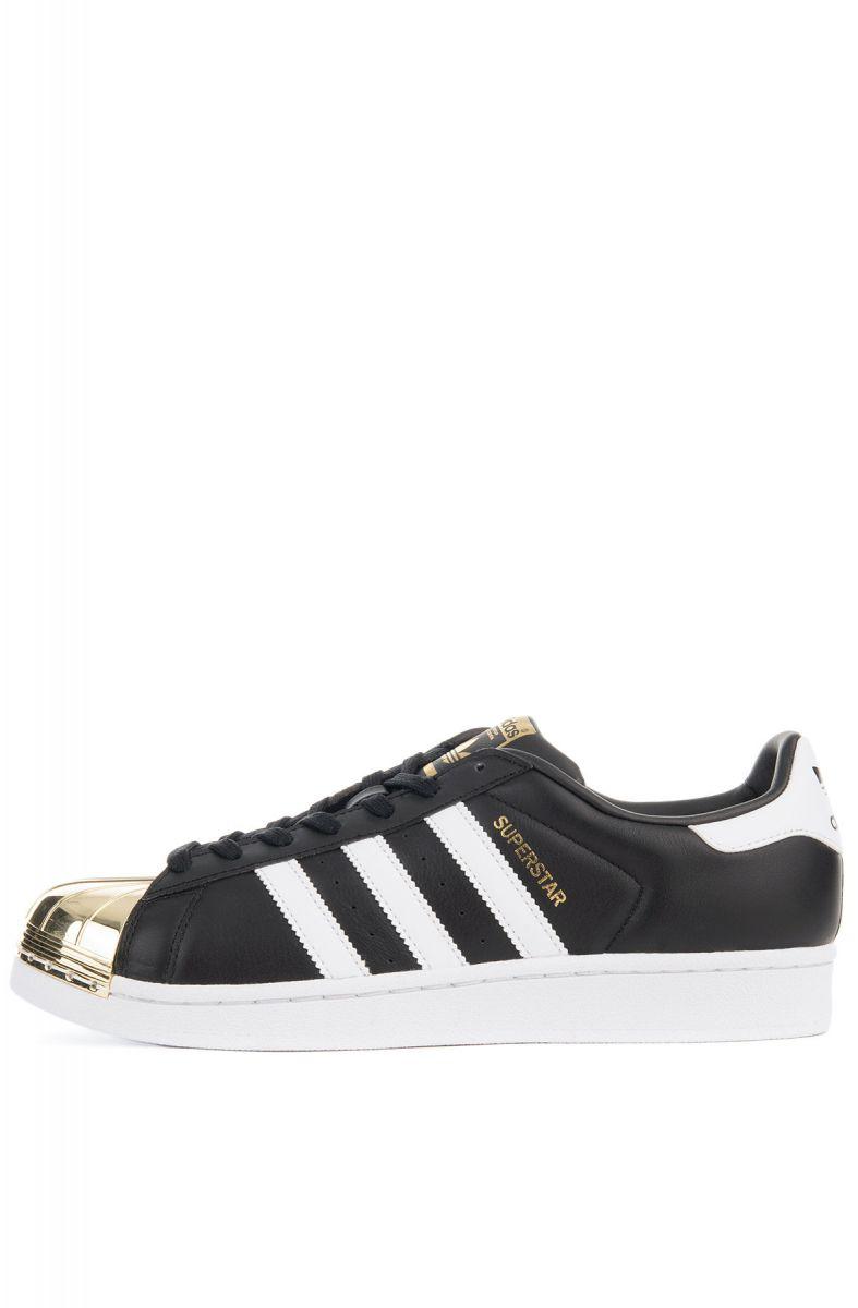 schuh von adidas superstar aus der schwarz - weiß - metallisches gold